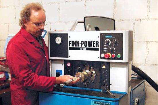 Hydraulikschlauch Sofortdienst - Technische Großhandlung - Klein Übbing